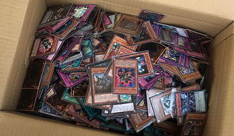 ダンボールいっぱいの遊戯王カード