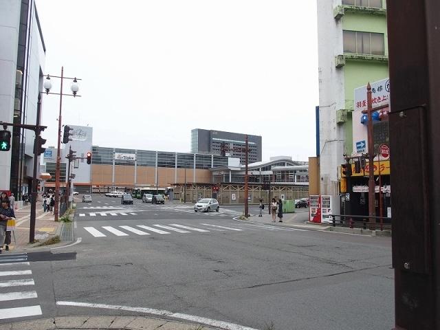 秋田駅西口バス乗り場付近