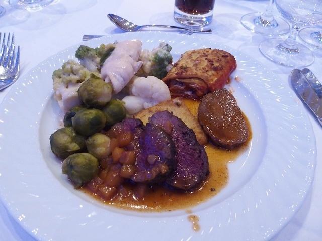 ビュッフェ形式のディナー